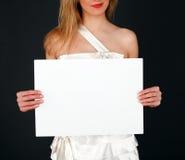 Невеста показывает белую доску стоковые изображения rf
