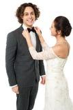 Невеста регулируя натянутый лук ее человека Стоковые Изображения