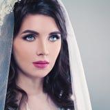 невеста славная Невеста молодой женщины с волосами Permed, делает Стоковое Изображение