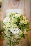 Невеста с букетом цветка Стоковые Фотографии RF