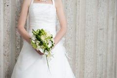Невеста с букетом стоковые фотографии rf