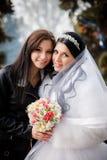 Невеста с ее милым bridesmaid Стоковые Фото