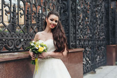Невеста с желтым букетом Стоковое Фото
