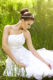 Невеста с стильным составом в белом платье Стоковые Изображения RF