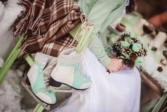 Невеста с цветками стоковая фотография rf