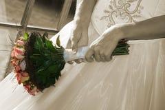 невеста цветет ее удерживание Стоковые Фото