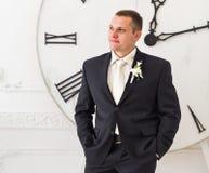 Невеста Groom ждать как раз поженено стоковое фото
