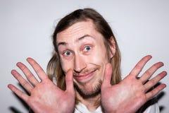 Невиновный счастливый мужчина Откажите запутанность Стоковое Фото