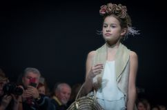 Неделя моды в Москве 2017 МОДА ДЛЯ OS ИСПАНИИ ` ДЕТЕЙ SPAIN/LA MODA PARA NIÃ Стоковое Фото