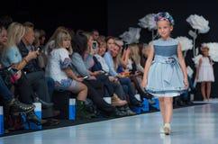 Неделя моды в Москве 2017 МОДА ДЛЯ OS ИСПАНИИ ` ДЕТЕЙ SPAIN/LA MODA PARA NIÃ Стоковое Изображение RF