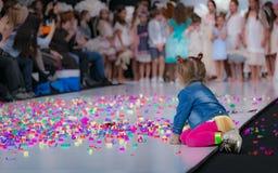 Неделя моды в Москве 2017 МОДА ДЛЯ OS ИСПАНИИ ` ДЕТЕЙ SPAIN/LA MODA PARA NIÃ Стоковые Изображения RF