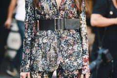 Неделя моды Милана - стиль MFWSS19 улицы стоковое фото rf