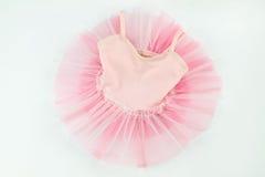 Нежная розовая балетная пачка для младенца на белизне Стоковая Фотография