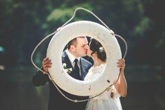 Нежное романтичное стильное шикарное счастливое вполне пар влюбленности Стоковая Фотография RF