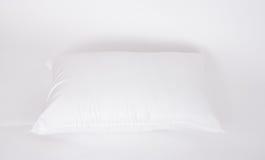 Нежность и гигиена pillow большой для вашей спальни изолированной на белизне Стоковые Изображения