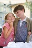 нежность усмешки hug девушки мальчика Стоковая Фотография RF