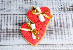 Нежные романтичные печенья с предсказанием валентинки Стоковое фото RF