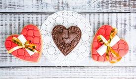 Нежные романтичные печенья с предсказанием и шоколад валентинки Стоковые Изображения