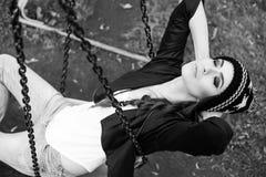 Нежный портрет красивой девушки на качании Стоковое фото RF