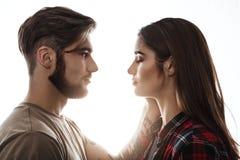 Нежный портрет человека и женщины смотря на один другого Стоковое Фото