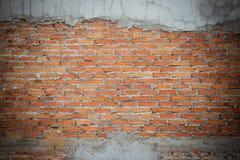 Незаконченная кирпичная стена штукатуря предпосылка с космосом экземпляра Und Стоковые Фото