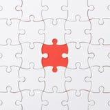 Незаконченная текстура мозаики на красной предпосылке r концепция идеи концепция ассоциации стоковые изображения