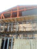 незаконченное здание 2-storeyed в зиме со стеклом стоковое фото rf