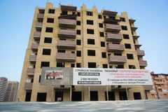 Незаконченное должное к банкротству жилого дома мульти-этажа построителя на улице Moskovskaya в городе Краснодара Стоковая Фотография