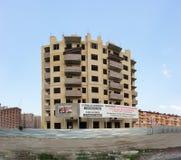 Незаконченное должное к банкротству жилого дома мульти-этажа построителя на улице Moskovskaya в городе Краснодара Стоковые Фотографии RF