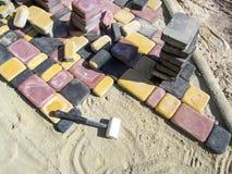 Незаконченные вымощая плиты - рабочее место стоковое изображение