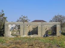 Незаконченный дом от шлакоблока Стены здания под конструкцией Стоковое Фото