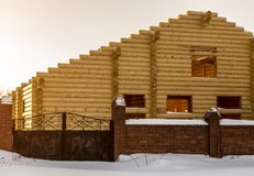 Незаконченный дом сделанный из пиломатериала стоковые изображения rf