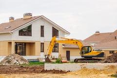 Незаконченный европейский дом кирпича, все еще под конструкцией Стоковые Фото