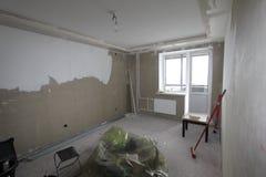 Незаконченный интерьер квартиры Комната под конструкцией стоковое изображение rf