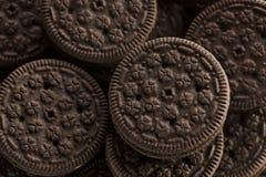 Нездоровые печенья шоколада с Cream завалкой стоковая фотография rf