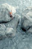 Неимоверная скачка от скалы Стоковые Изображения