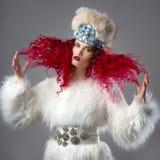 Неимоверно красивое изображение моды девушки с красными волосами Стоковая Фотография