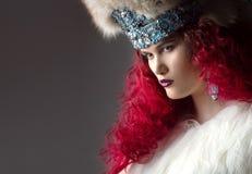 Неимоверно красивое изображение моды девушки с красными волосами Стоковое фото RF