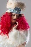 Неимоверно красивое изображение моды девушки с красными волосами Стоковые Изображения