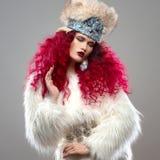 Неимоверно красивое изображение моды девушки с красными волосами Стоковая Фотография RF
