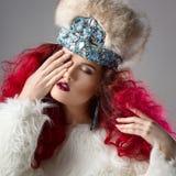 Неимоверно красивое изображение моды девушки с красными волосами Стоковое Изображение RF