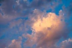 Неимоверно красивый заход солнца, облака на заходе солнца, красочном заходе солнца Стоковое Изображение RF