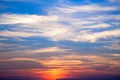 Неимоверно красивый заход солнца, облака на заходе солнца, красочном заходе солнца Стоковые Фотографии RF