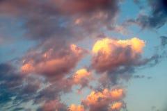 Неимоверно красивый заход солнца, облака на заходе солнца, красочном заходе солнца Стоковые Изображения