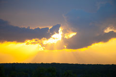 Неимоверно красивый заход солнца, облака на заходе солнца, красочном заходе солнца Стоковые Фото