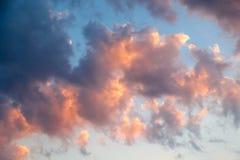 Неимоверно красивый заход солнца, облака на заходе солнца, красочном заходе солнца Стоковая Фотография