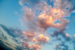 Неимоверно красивый заход солнца, облака на заходе солнца, красочном заходе солнца Стоковые Изображения RF