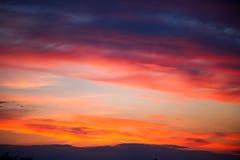 Неимоверно красивый заход солнца, облака на заходе солнца, красочном заходе солнца Стоковая Фотография RF
