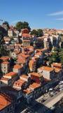 Неимоверный взгляд старый городок наведите douro конструкции города над рекой porto Португалии части стоковая фотография