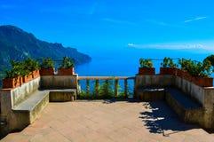 Неимоверный взгляд сногсшибательного побережья Амальфи, Италия стоковое фото
